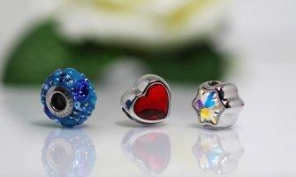 Patru tipuri de bijuterii care nu trebuie să lipsească din garderoba oricărei femei moderne